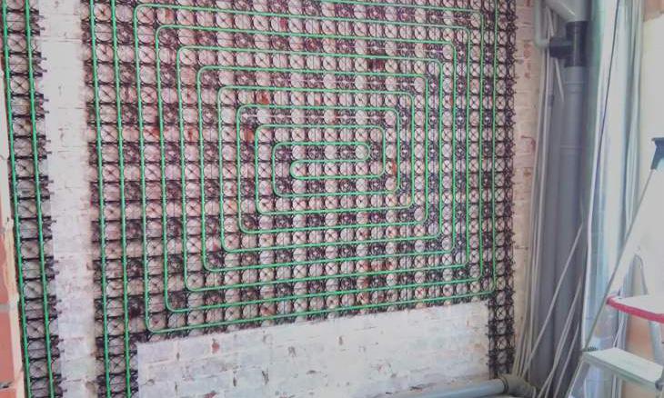 Muurverwarming tijdens de installatie